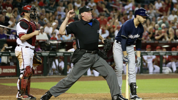MLB Umpire Ted Barrett Uses Force3 Drylo Ball Bags
